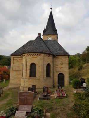 St. Georg-Kirche Langenroda außen mit Friedhof